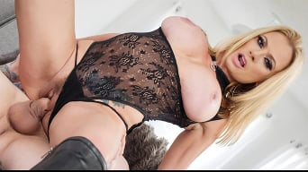 Briana Banks in 'Ultimate MILF Briana Banks Is Full Of Sex'